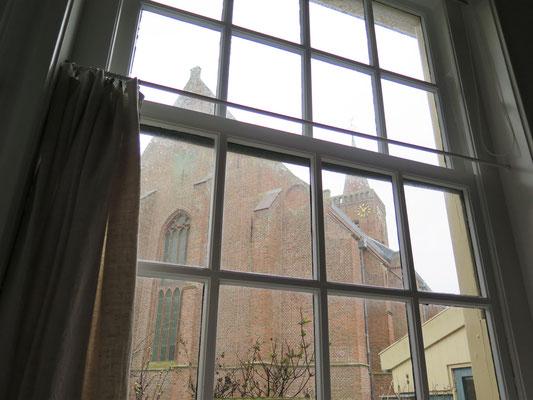 De oude enkel glas ramen van de Museumkamer zijn eruit. De tijden van condens op de ramen en tocht zijn voorbij.