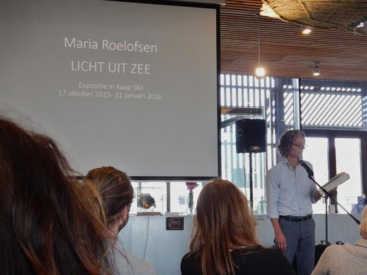 Goossen draagt het gedicht van Lucebert 'Er is alles in de wereld' voor en verteld over klein leven en het werk/leven met en van Maria Roelofsen