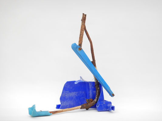 Blauwe Pelikaan 53x53x33cm (onder glazen vitrine kap) 395,-