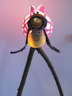De Zoeker lichtobject (staand voorkant) 52x65x43cm 375,-