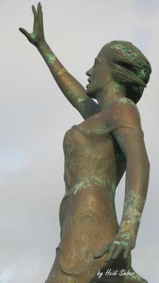 Greif nach den Sternen - Eine Statue an der Promenade in Westerland für den Umweltschutz