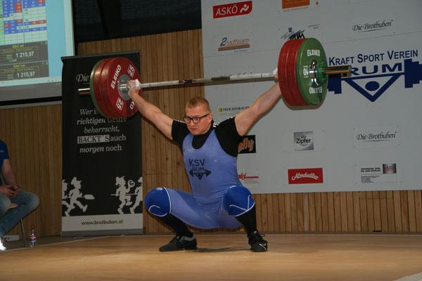 Julian Heidenbauer mit 147 kg Reißen