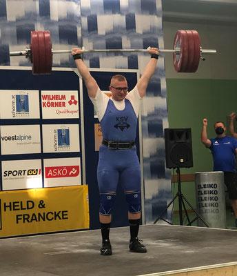 Julian mit 180 kg Stoßen