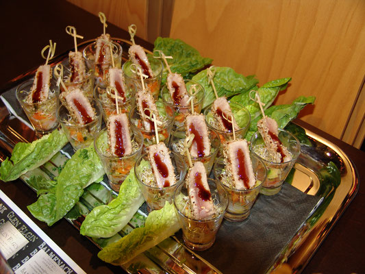 Frisches Gras und Klee gepaart mit malziger Süsse wurde unterstützt mit einem frischen Gemüse/Kresse/Asia-Beet sowie einem Sesam-Thunfischfilet