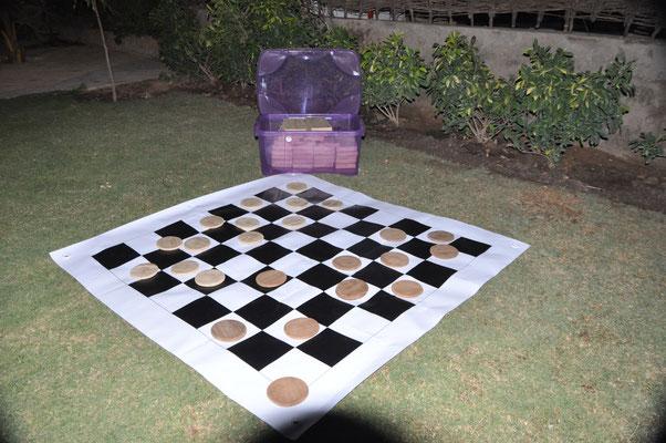 Un jeu de dames pour jouer à l'exterieur