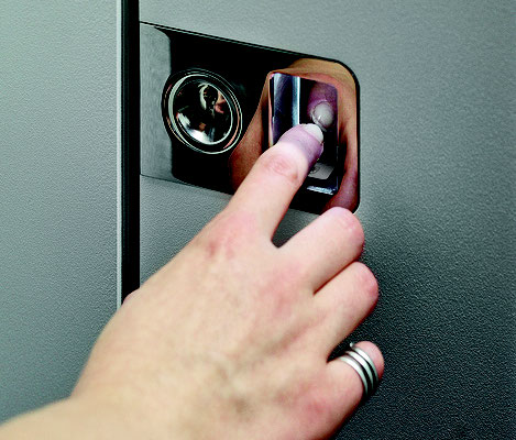 Kratzschutz mit integriertem Fingerscan und LED
