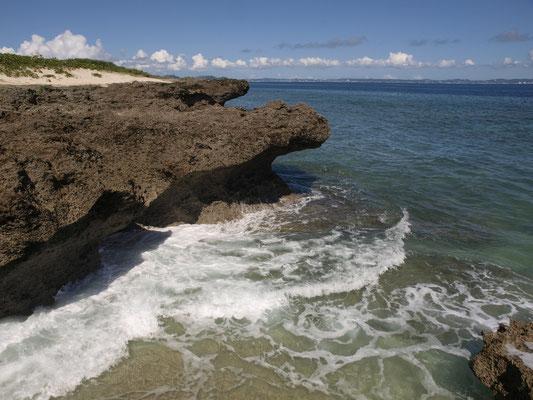 創成神アマミキヨが降臨したカベール岬