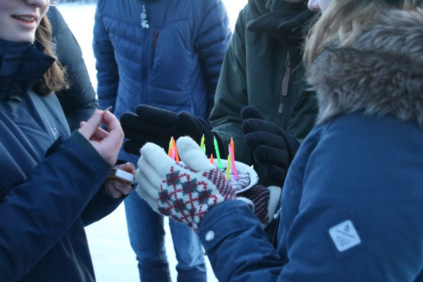 Praktikant*innen an Hannes Geburtstag auf dem Eis vor Marieudd