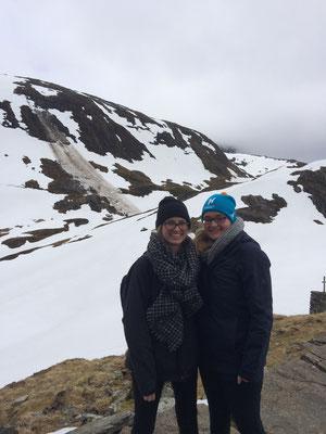 Magdalena Kollbeck und Maria Korten bei der Wanderung auf den Gullsfjell