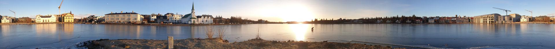 In Reykjavík auf dem zugefrorenem Stadtsee