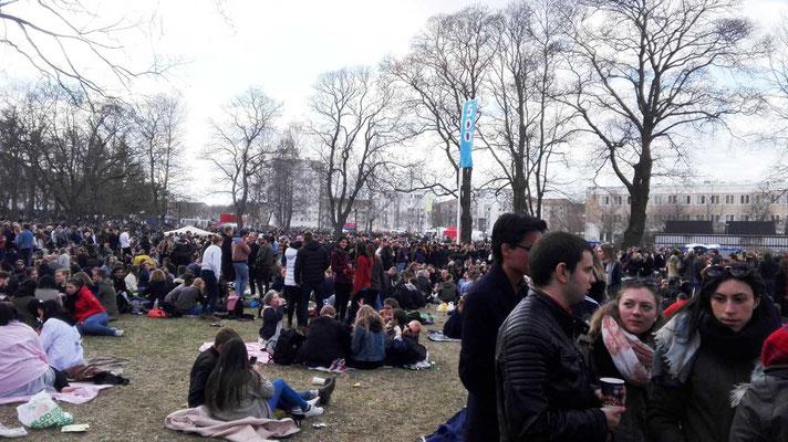 Feiernde Studenten an Valborg