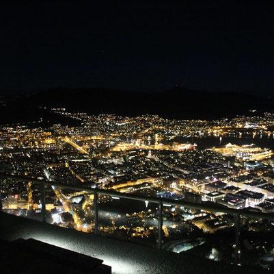 Bergen von oben fotografiert. Von einem der Stadtberge aus.