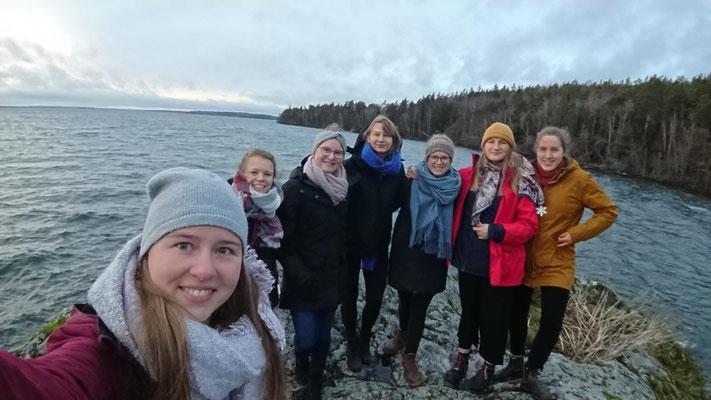 IKEA-Family in Marieudd: Livia, Pauline, Friederike, Anna, Sofia, Hannah und Ricarda (v.l.)