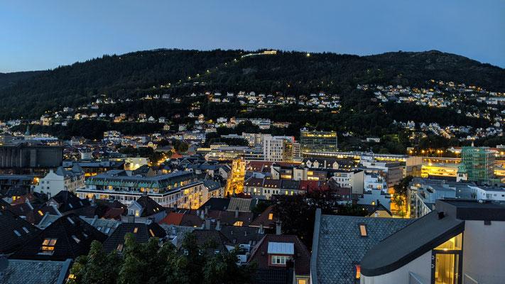 Aus meinem Fenster hat man eine traumhafte Sicht auf den Stadtberg Fløyen (Foto: Paul Bonte)