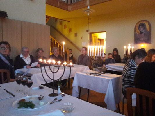 Das traditionelle Pessach Mahl im Schwesternhaus.