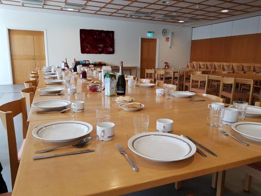 Alles bereit zum Sektfrühstück mit der Studentengemeinde