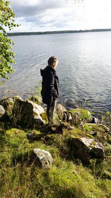 Lioba Dietz genießt die Herbstsonne am Vätternsee