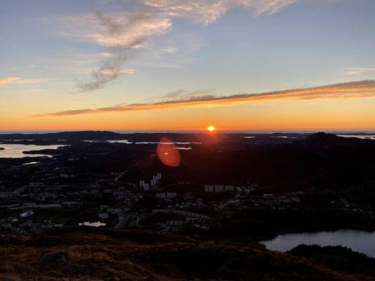 Sonnenuntergang auf dem Løvstakken, einem der sieben Berge rund um Bergen