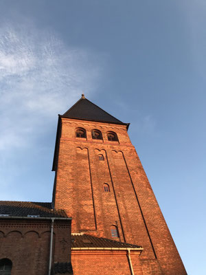 Die Sankt Augustins Kirke direkt an unserem Dorm