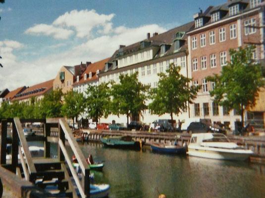 Am Christianshavn sitzen