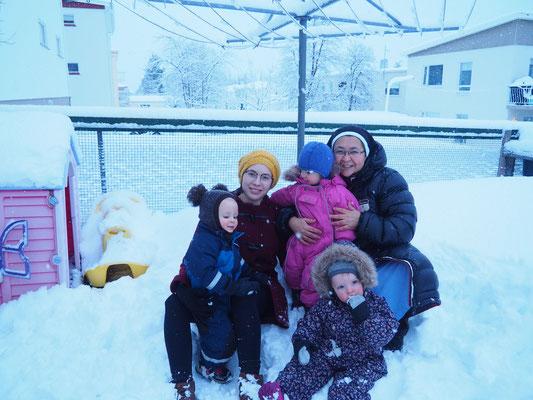 Franzi und Schwester Marcelina mit den Kindern