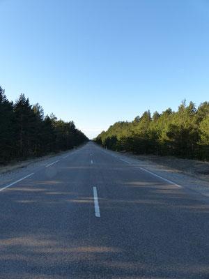 Eine Straße in Lettland