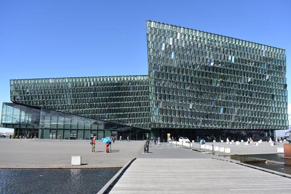 Die Harpa : das Konzerthaus in Reykjavik