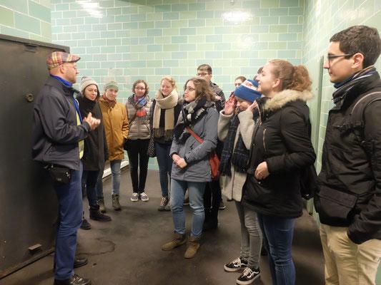 Ehemalige Praktikanten besuchen die Berliner Unterwelten