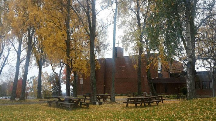 St. Johannes Kirche im Herbst