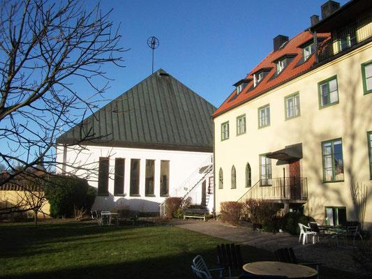 Gästeheim und Kirche in Vadstena