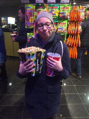 Josephine Metasch bei einem Kino-Besuch in Riga