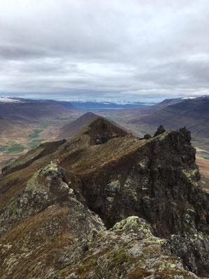 Blick von einem Berggipfel bei einer Wanderung