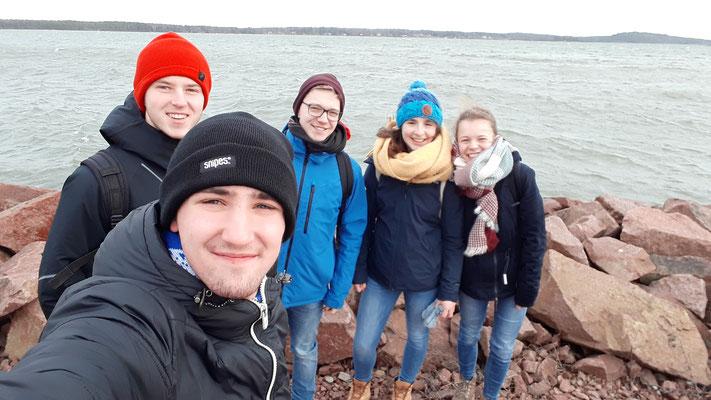 Lasse, Philipp, Thomas, Madeleine und Pauline bei ihrem Besuch auf Åland