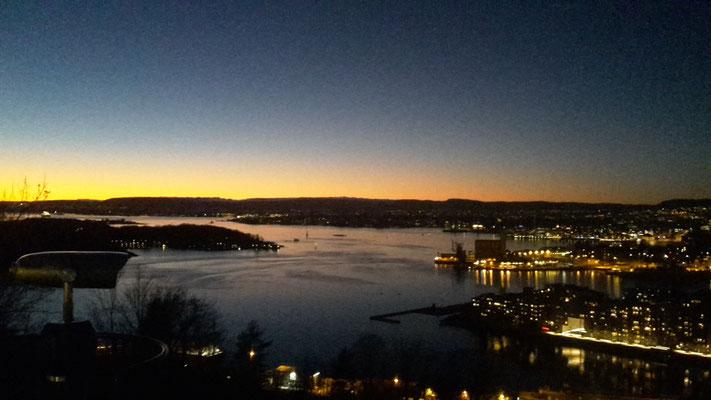 Blick über Oslo bei Sonnenuntergang