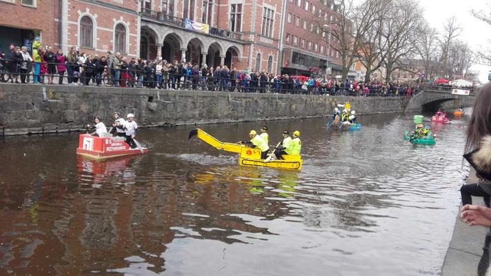 Flossrennen auf dem Fyrisån in Uppsala