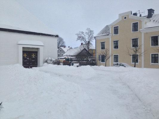 Schnee vor der Kirche der Schwestern in Vadstena