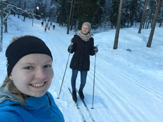 Tabea Gerd-Witte und Charlotte Uhrig beim Skilanglauf in Oslo