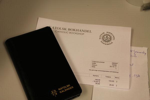 Rechnungen erstellen gehört zu den Aufgaben in der katholischen Buchhandlung