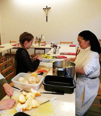 Annika Reiß bei den Weihnachtsvorbereitungen im Katarinahjemmet