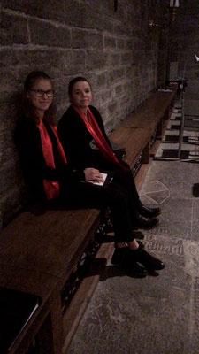 Friederike und Agnes vor dem Julkonzert