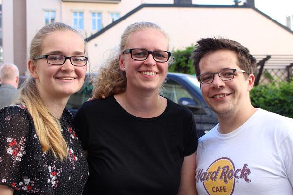 Maria Korten, Stephanie Jarvers und Marius Retka beim Sommerfest des Newman-Institutes