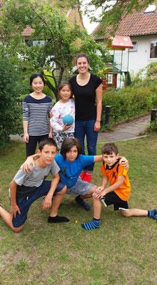 """Matea Renic betreut die Kinder der Besucher des """"Mötesplats"""""""