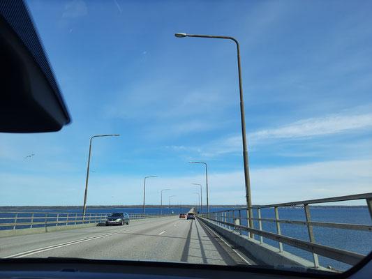 Fahrt über die Brücke zwischen Kalmar und Öland