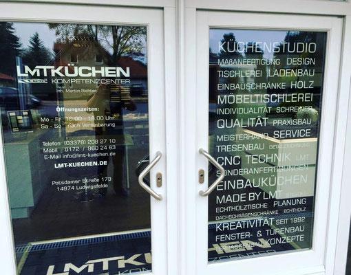 Erstellung von Schaufensterbeklebung für LMT Küchen