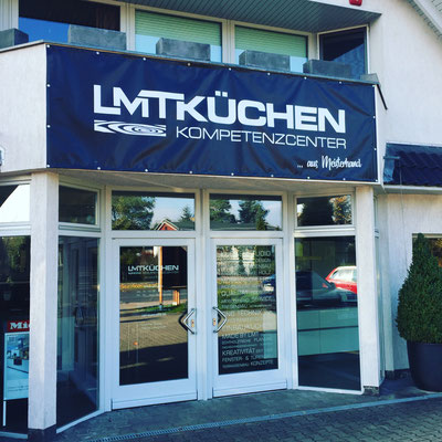 Erstellung von PVC-Planen und Schaufensterbeklebung für LMT Küchen