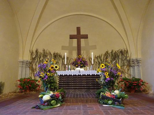Vielen Dank, liebe Küsterin Conny Krieg- Eine festlich geschmückte Kirche