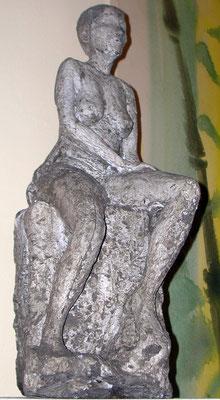 """""""Sitzende"""", Gussbeton, H 60 cm"""
