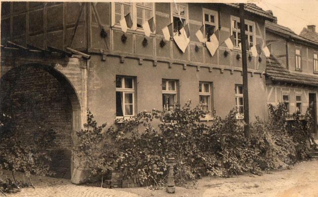 Der alte Vierseitenhof im Ortskern in den 50er Jahren
