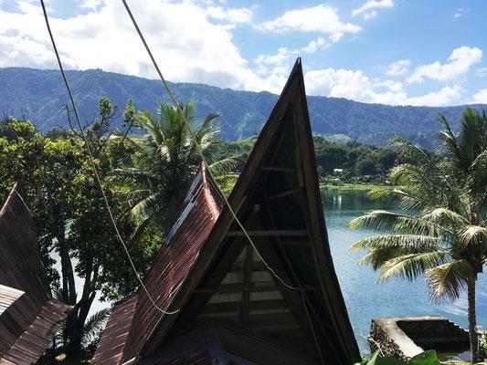 batak-haus-lake-toba