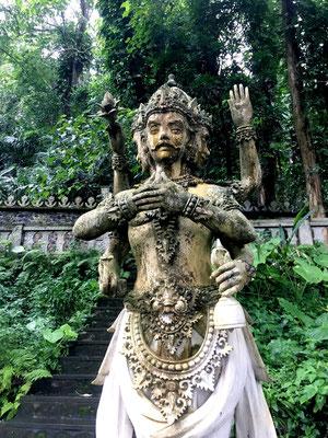 tirta-gangga-statue